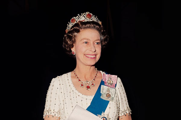 Королева ЕлизаветаII